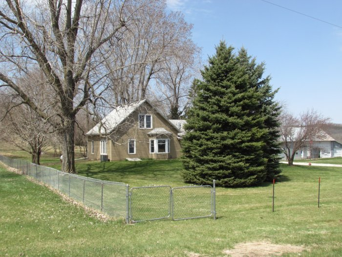 Large Public Estate Auction - (Real Estate) Wonderful 4 Bedroom Home Loess Hills Acreage, Vehicles, Guns, Sporting Goods, Antiques, Furniture, Household, Glassware, Tools and More!